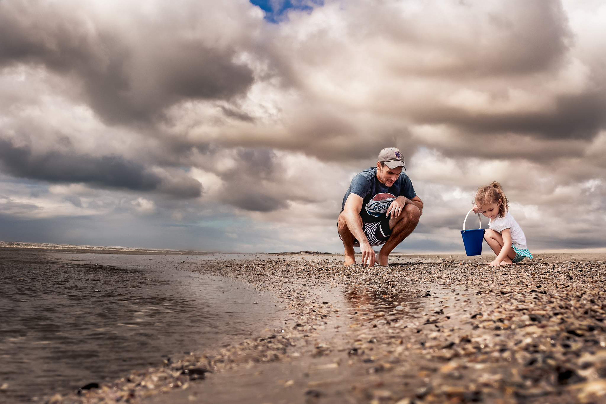 NancyElizabethPhotography, Avalon Photographer, Father and Daughter Looking For Shells