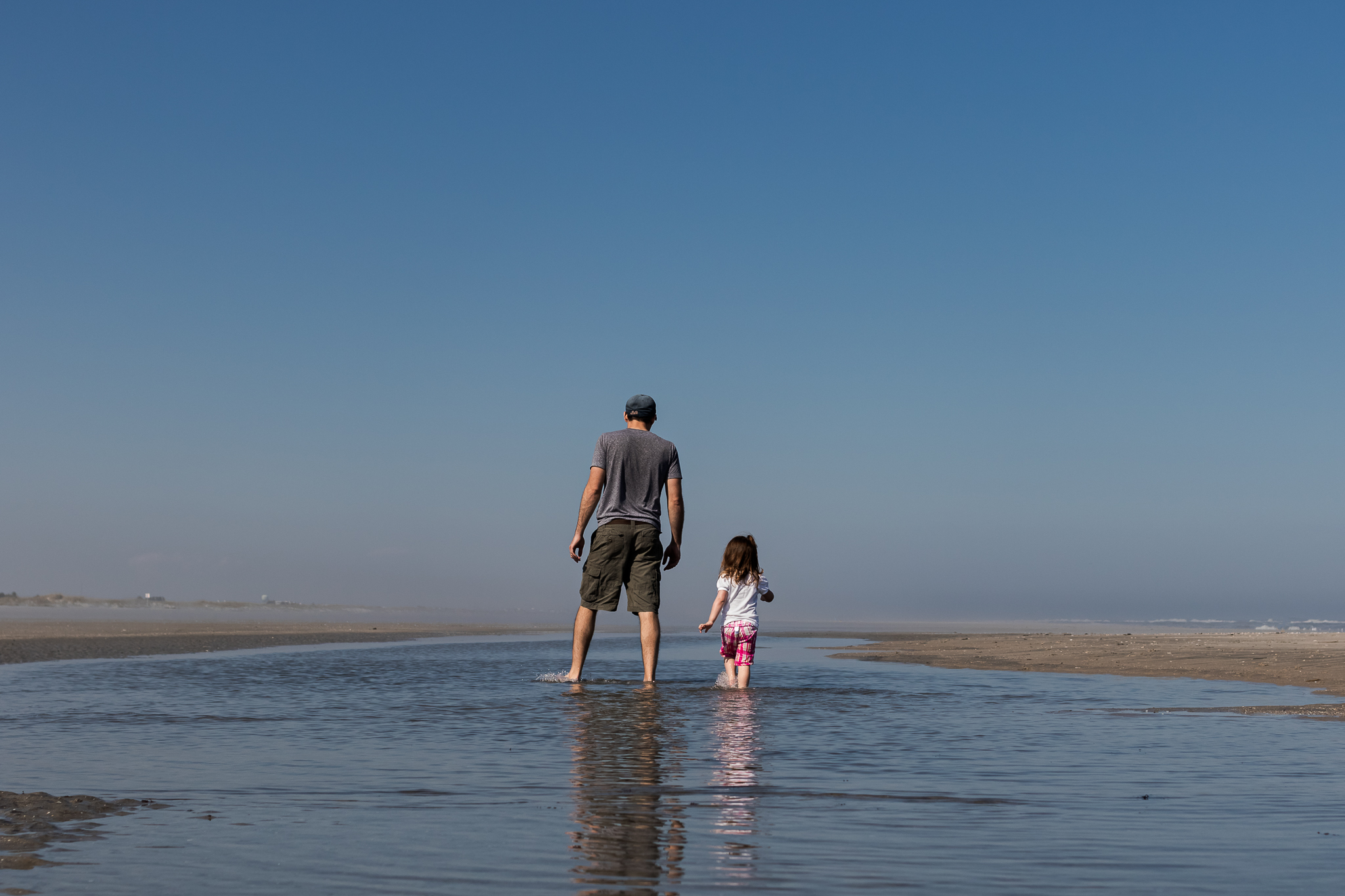 Nancy Elizabeth New Jersey Family Photographer | Dad and Daughter Walking in Tidal Pool | Beach Days Photography