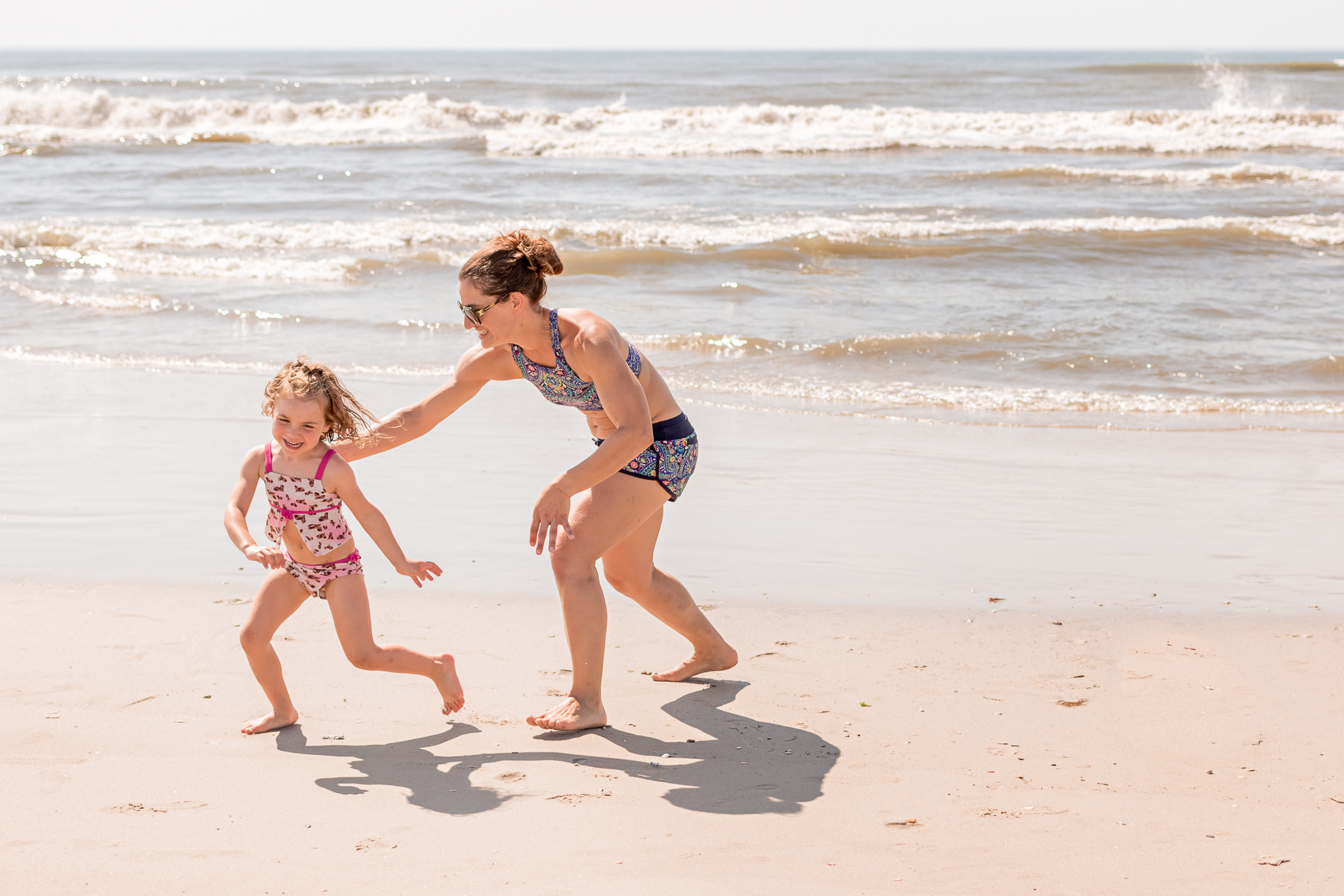 Nancy Elizabeth Photography | Jersey Shore Documentary Beach Photographer | Mom Playing with Daughter by Ocean